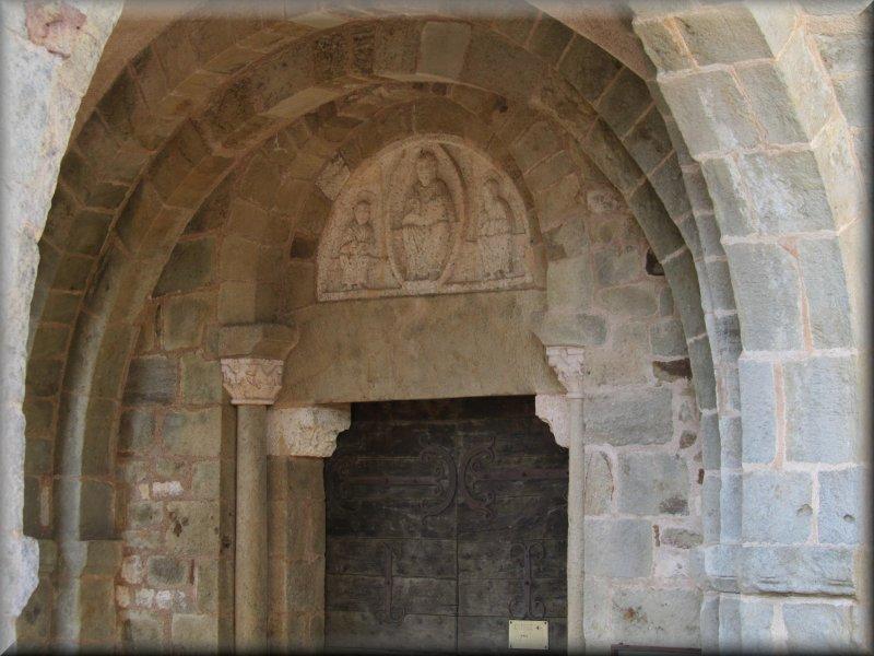 Le Fronton de l'Eglise de Mont Saint Vincent