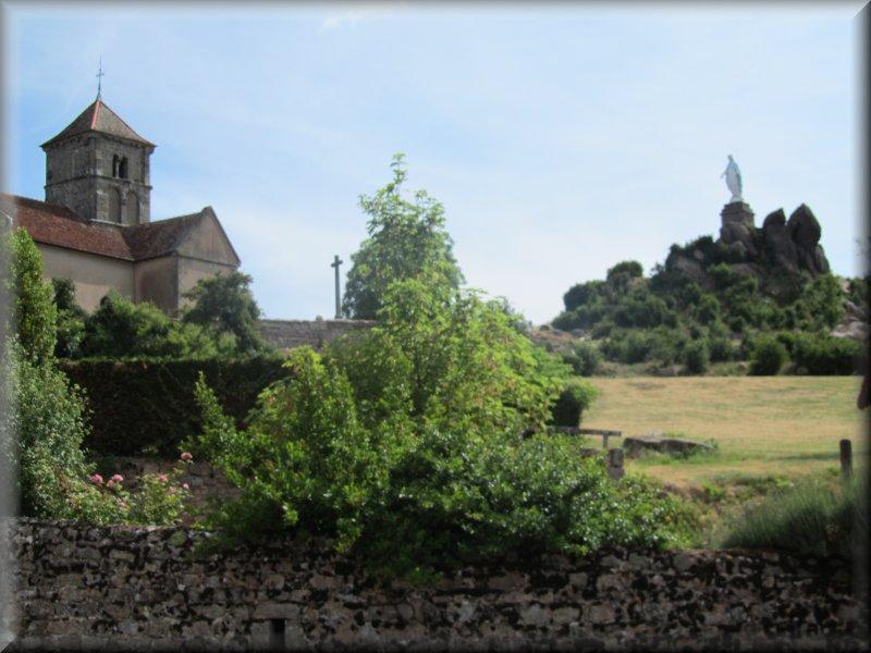 L'Eglise et la Statue de la Vierge de Suin