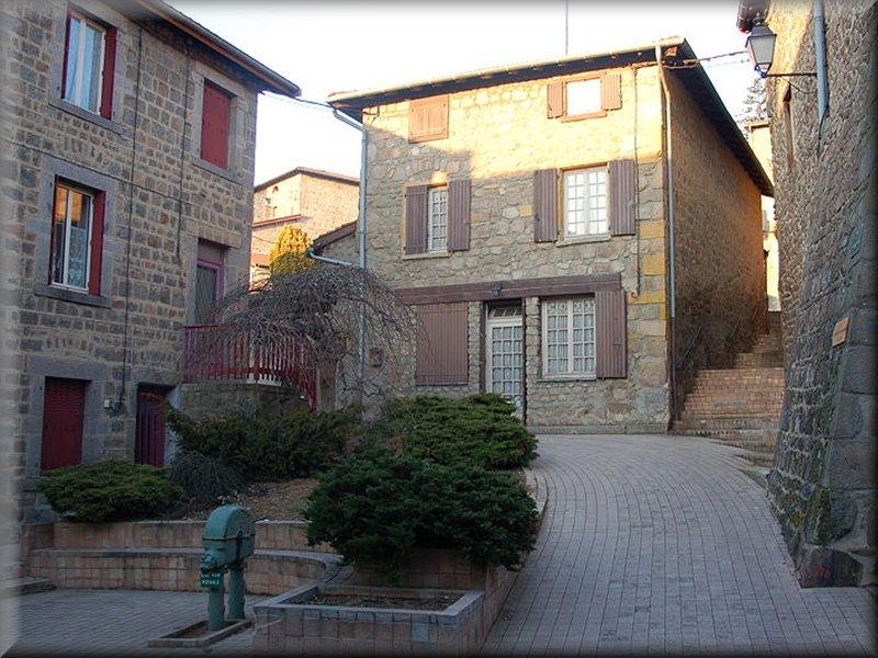 Place et Fontaine à Montrottier