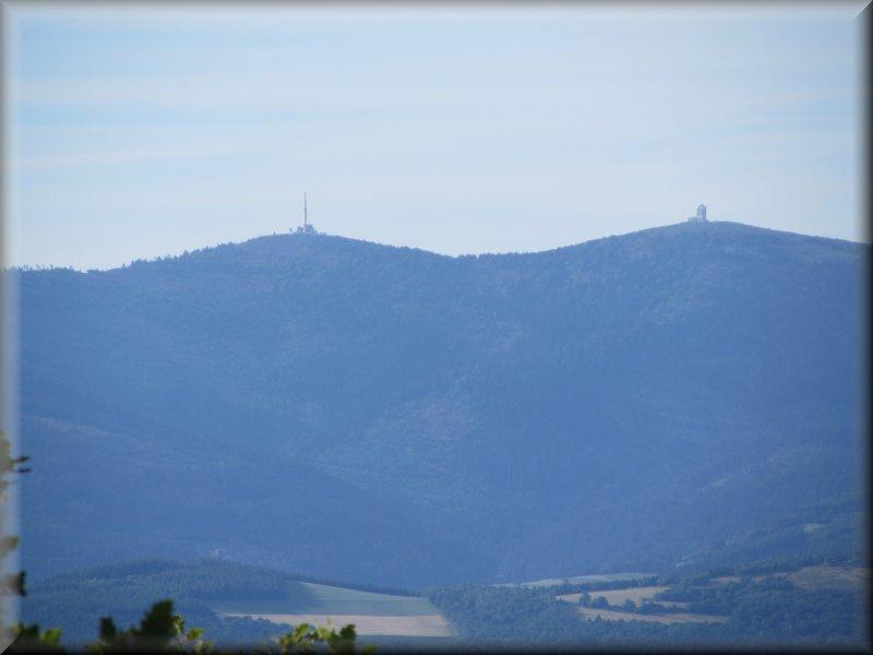Vue sur le Massif du Pilat et le Crêt de l'Oeillon