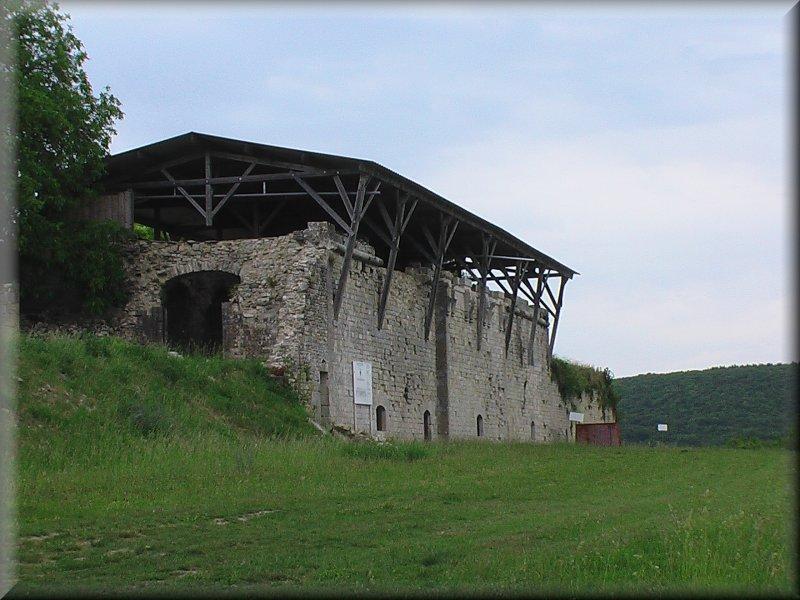 Ruines de l'Abbaye de Saint Vivant en Cours de Restauration