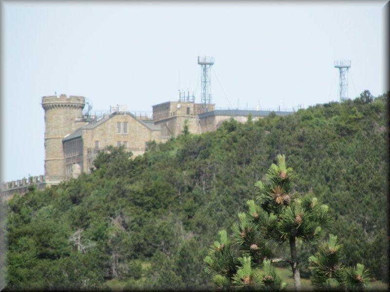 L'Observatoire du Mont Aigoual vu du Sentier des Botanistes