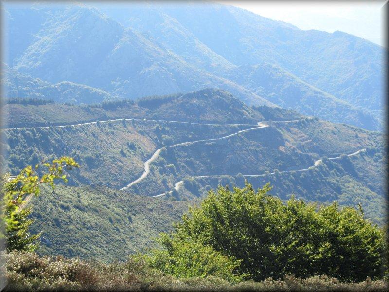 La Route qui Monte au Col de Fondfroide