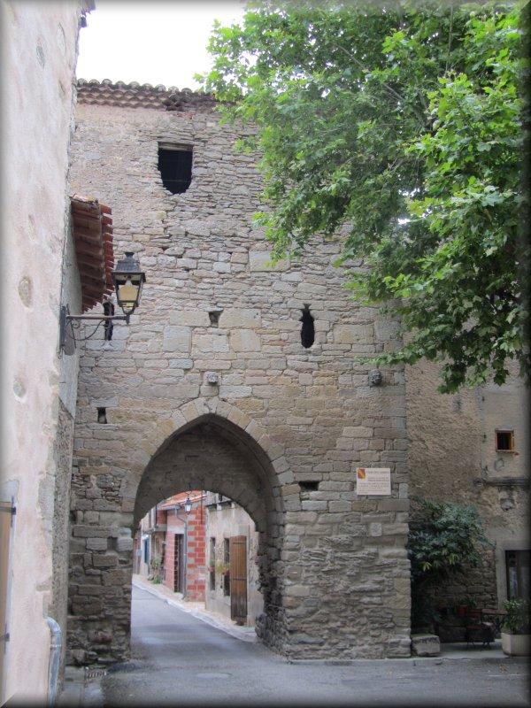 La Tour des Gardes, Porte d'Entrée de Saint Papoul