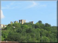 le Château de Lagarde vu du pont sur l'Hers