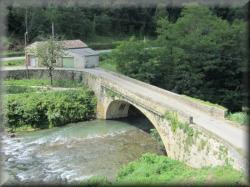 Pont sur l'Hers à l'entrée de Camon