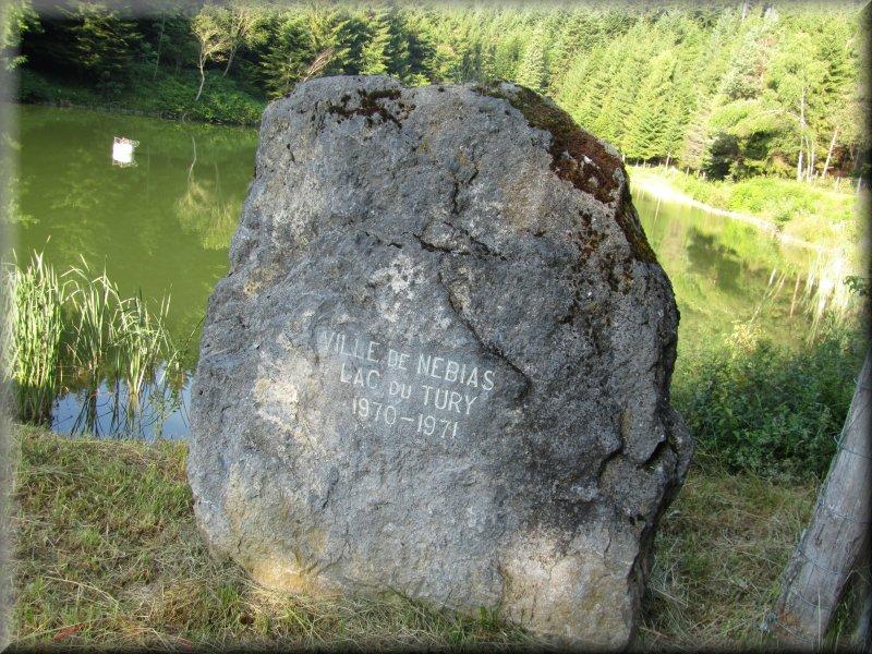 Stèle au Lac de Tury