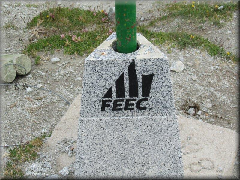 Sigle de la Federació d'Entitats Excursionistes de Catalunya (FEEC)