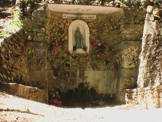 Fontaine-Ste-Anne.jpg