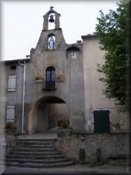 L'entrée dans la partie ancienne de Camon